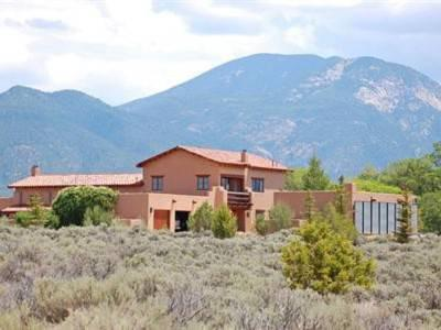 $1,900,000 Taos Luxury and Beauty