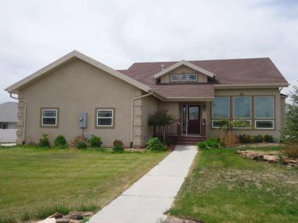 $335,000 Rock Springs 3BR 2.5BA, Very nice 1.5 story home on double