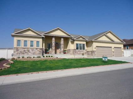 $475,000 Rock Springs, Ready to move into! Large bedrooms