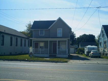 $59,900 Adrian, NICE 2 UNIT WITH NEW UPDATES INCLUDING NEWER ROOF