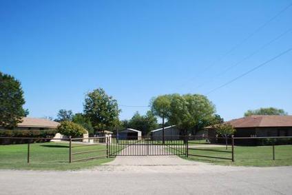 $699,500 Premier Horse Property!
